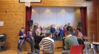 Musikk, sang og dans sto i fokus i gymsalen ved Forradal Oppvekstsenter Torsdag formiddag.